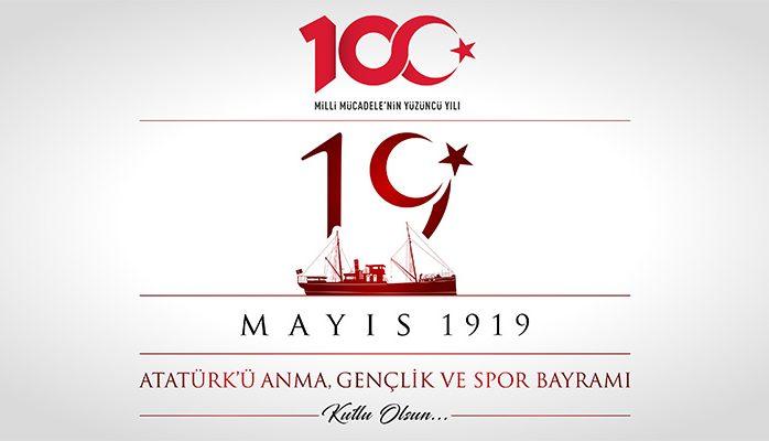 """Gazi Mustafa Kemal Atatürk'ün İstanbul'dan hareket eden """"Bandırma"""" vapuruyla 19 Mayıs 1919'da Samsun'a ulaştığı günden bu güne tam 100 yıl geçti. Milletimizin istiklal mücadelesinin ilk kıvılcımının atıldığı 19 Mayıs 1919 günü, geleceğimize yön vererek tarihimize altın harflerle yazıldı. Bu ilk kıvılcımla yanan bağımsızlık ateşi, Devlet-i Ebed müddet ülküsü doğrultusunda Türk milletinin bütün unsurlarıyla tek yürek […]"""